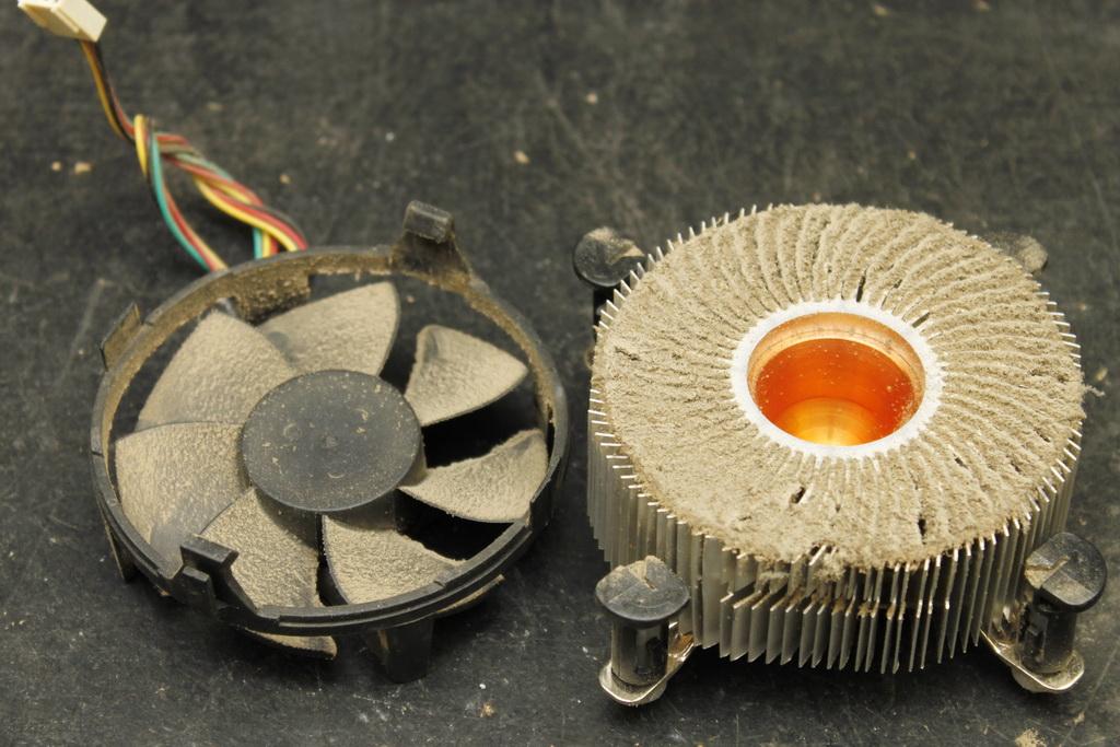 Забитый пылью вентилятор.