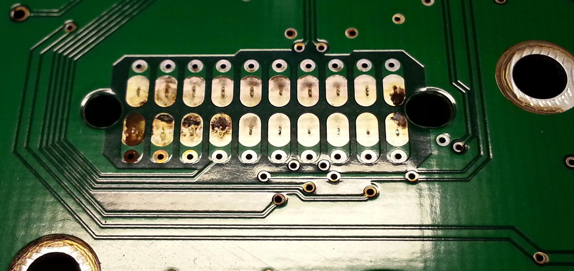 Окислившиеся контакты HDD.
