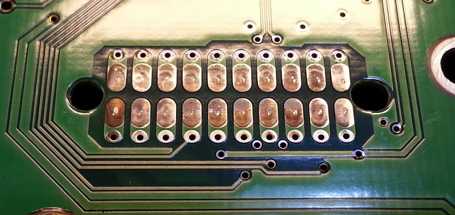 Окисленные контакты контроллера HDD.